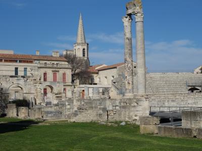 アルルはゴッホの町というよりローマ帝国の町と呼んだほうがふさわしい。