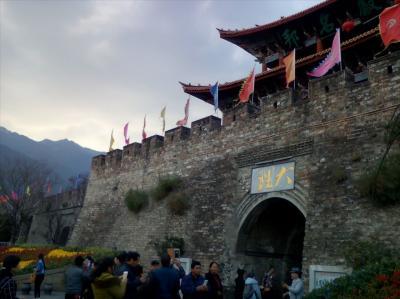 避寒の旅18◇城壁の古都と居心地のいい中庭