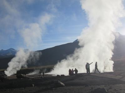 チリ 「行った所・見た所」 アタカマ高地の「タティオ間欠泉群」の観光