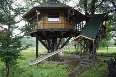 三部牧場 雨に泣かされた夢のツリーハウス滞在