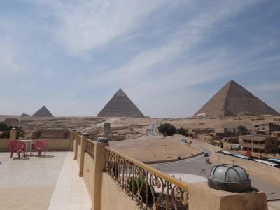 エジプト2017・・・(1)部屋のドアを開くとスフィンクスにピラミッド