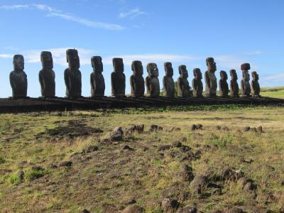 チリ 「行った所・見た所」 イースター島「アフトンガリキ」と「ラノララク」でモアイ像を見物