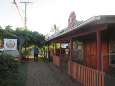 チリ 「行った所・見た所」 イースター島「テピトクラ」を見てからハンガロア村で食事をして散策しました