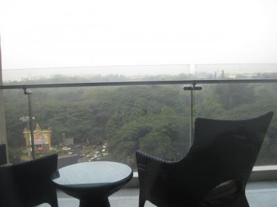 2016 バンガロールで「ピンキリ両極端」のホテルに1泊ずつ泊まってみました!立地からサービスまでホントすんごい違いでした!
