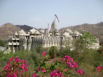 ラージャスターンと北インドの旅 (8)         ラナクプールにあるアーディナータ寺院へ。