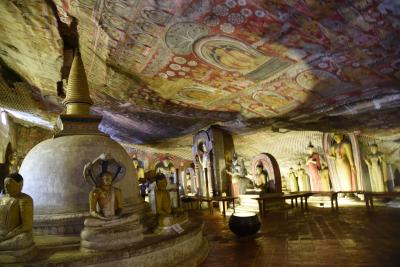 石窟寺院内は無限に広がる宇宙空間のようだ!