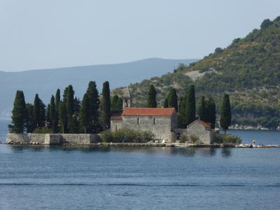 美しい島の教会は・・・残念ながら見るだけ(^^;)~16年夏モンテネグロなど4カ国周遊8月11日その1島の教会
