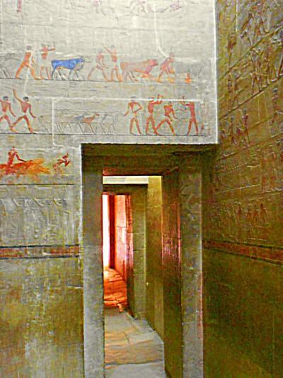 本当はこんな凄い遺跡に入ってはいけないのでは・・・・・ エジプト2。
