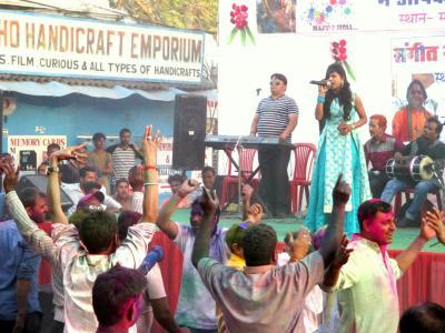 ラージャスターンと北インドの旅 (13)        ホーリー祭りでダンドゥットの原曲を聴く。