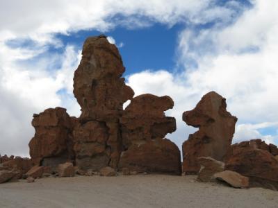 ボリビア 「行った所・見た所」 ウユニの「石の谷」を見てヴィジャマールの「ホテルハーディネスデマルククエバ」に宿泊