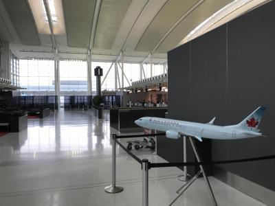 エアカナダ・ルージュ、プレミアム・ルージュYYZ/SXMとトロント空港エアカナダ・メープルリーフラウンジ