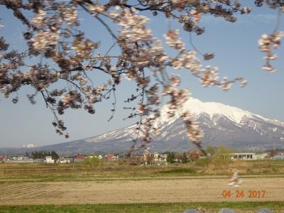 桜子さんの足下には、大空が広がっている。