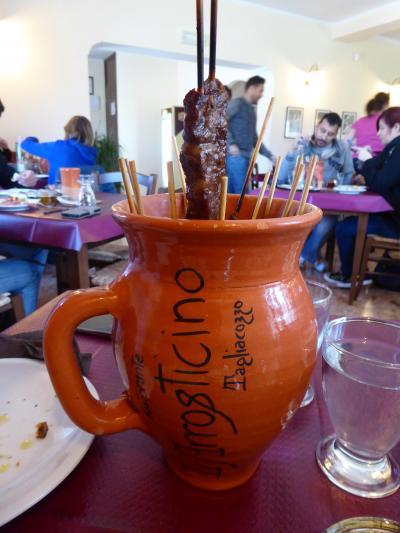春の優雅なアブルッツォ州/モリーゼ州 古城と美しき村巡りの旅♪ Vol18(第2日) ☆Tagliacozzo:リストランテ「L'Arrosticino」名物羊肉串焼きを頂く♪