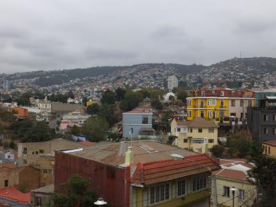 海岸と丘に囲まれた見晴らし最高の町、ヴァルパライソを歩く