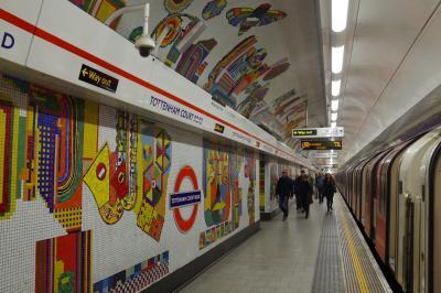 JALのおもてなしに感動した母娘のGWヨーロッパ旅行6泊8日☆ Part 2 ロンドンでも鉄子♪ 地下鉄 Tubeの駅の装飾も楽しんだ市内観光編