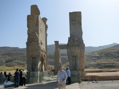 ここはアジアか、それともヨーロッパか? ~陸路でイランを周遊するGW'17~ #4 シーラーズから日帰りhalf day trip ペルセポリスとナグシェ・ロスタム
