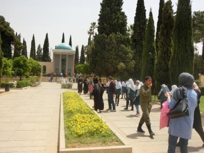 ここはアジアか、それともヨーロッパか? ~陸路でイランを周遊するGW'17~ #6 アイドル扱いされたい日本人はサアディー廟へ行こう! @シーラーズ(後編)