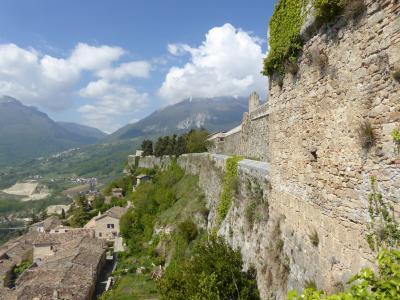 春の優雅なアブルッツォ州/モリーゼ州 古城と美しき村巡りの旅♪ Vol41(第3日) ☆Civitella del Tronto:美しき古城「チビテッラ・デル・トロント城塞」♪ゆったりと歩く♪