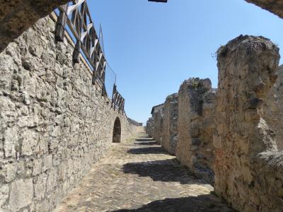 春の優雅なアブルッツォ州/モリーゼ州 古城と美しき村巡りの旅♪ Vol45(第3日) ☆Civitella del Tronto:美しき古城「チビテッラ・デル・トロント城塞」城門を持った要塞を歩く♪