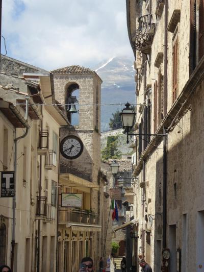春の優雅なアブルッツォ州/モリーゼ州 古城と美しき村巡りの旅♪ Vol48(第3日) ☆Civitella del Tronto:美しき村「チビテッラ・デル・トロント」素敵な旧市街の風景♪