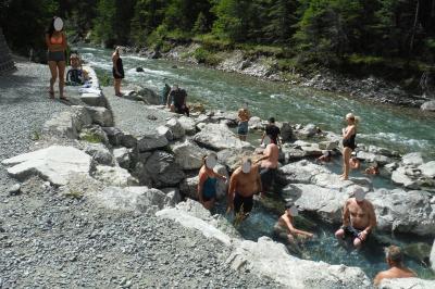 アメリカ3州・カナダ2州、国境沿いドライブの旅2週間2016 43、温泉宿から、野天温泉経由、温泉宿へ(Fairmont Hot Springs、Lussier Hot Springs 、Ainsworth Hot Springs)