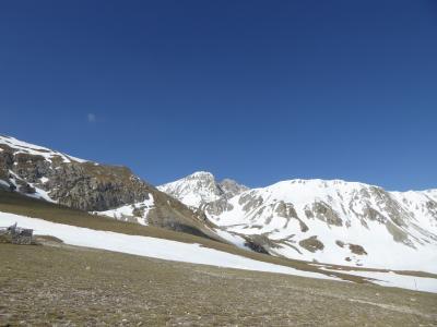 春の優雅なアブルッツォ州/モリーゼ州 古城と美しき村巡りの旅♪ Vol56(第3日) ☆Campo Imperatore:春のカンポ・インペラトーレ♪美しい雪の世界にびっくり♪