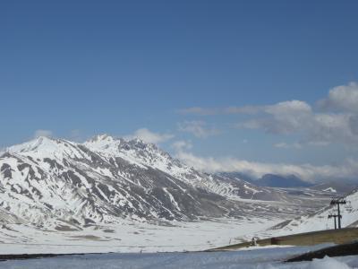 春の優雅なアブルッツォ州/モリーゼ州 古城と美しき村巡りの旅♪ Vol57(第3日) ☆Campo Imperatore:春のカンポ・インペラトーレ♪美しい雪原を優雅に歩く♪