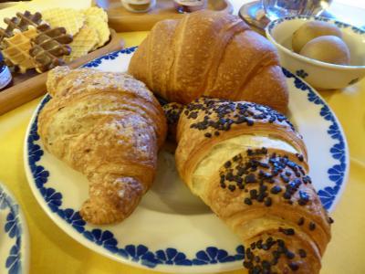 春の優雅なアブルッツォ州/モリーゼ州 古城と美しき村巡りの旅♪ Vol73(第4日) ☆Castel del Monte:カステル・デル・モンテのホテル「La Locanda Della Streghe」優雅な朝食♪