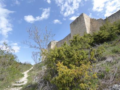 春の優雅なアブルッツォ州/モリーゼ州 古城と美しき村巡りの旅♪ Vol112(第5日) ☆Bominaco:廃墟化した美しい古城「ボミナコ城」♪昔を想う♪