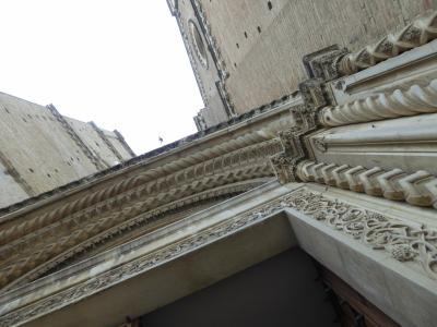 春の優雅なアブルッツォ州/モリーゼ州 古城と美しき村巡りの旅♪ Vol146(第6日) ☆Chieti:Piazza San Giustinoからキエーティ大聖堂(Cattedrale di San Giustino)を眺めて♪
