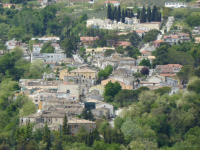 春の優雅なアブルッツォ州/モリーゼ州 古城と美しき村巡りの旅♪ Vol151(第6日) ☆Chietiから広大なブドウ畑を眺めてCivitella Casanovaへ♪