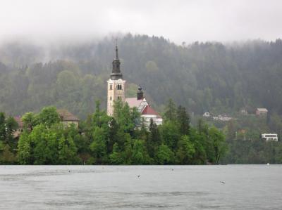 車窓も楽しめるクロアチア・スロベニア1 (4月27日 雨のブレッド湖周辺)