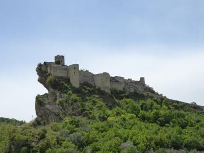 春の優雅なアブルッツォ州/モリーゼ州 古城と美しき村巡りの旅♪ Vol182(第7日) ☆Roccascalegna:素晴らしい古城「ロッカスカレーニャ城」を眺めて♪