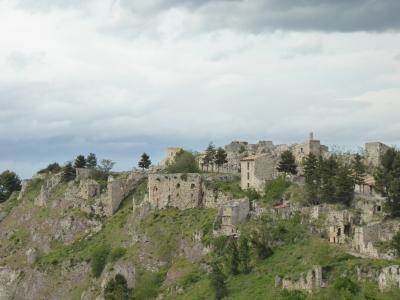 春の優雅なアブルッツォ州/モリーゼ州 古城と美しき村巡りの旅♪ Vol189(第7日) ☆Roccascalegnaから美しい風景の中をPaleaへ走る♪