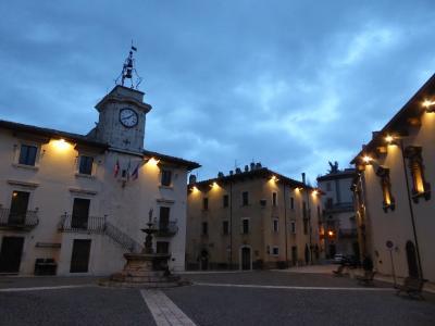 春の優雅なアブルッツォ州/モリーゼ州 古城と美しき村巡りの旅♪ Vol196(第7日) ☆Pescocostanzo:夕暮れのペスココスタンツォ旧市街を眺め歩いてレストランへ♪