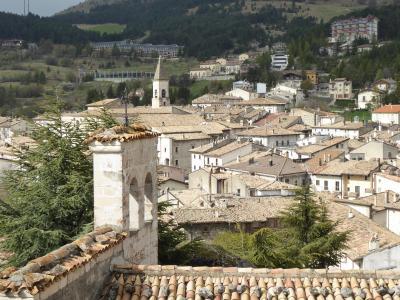 春の優雅なアブルッツォ州/モリーゼ州 古城と美しき村巡りの旅♪ Vol203(第8日) ☆Pescocostanzo:ペスココスタンツォの古城跡岩山から美しい旧市街を眺めて♪