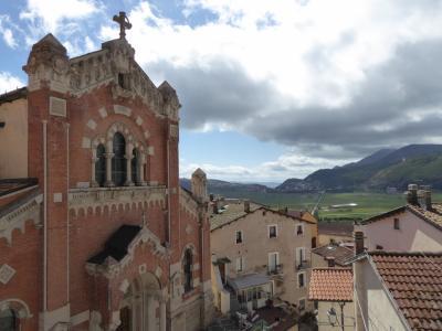 春の優雅なアブルッツォ州/モリーゼ州 古城と美しき村巡りの旅♪ Vol209(第8日) ☆Rivisondoli:美しい村「リヴィソンドーリ」♪大聖堂を優雅に眺めて♪