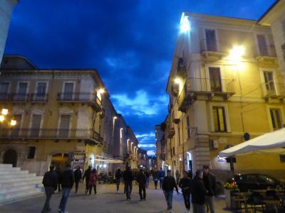 春の優雅なアブルッツォ州/モリーゼ州 古城と美しき村巡りの旅♪ Vol225(第8日) ☆Sulmona:黄昏のスルモーナ旧市街を優雅に歩く♪