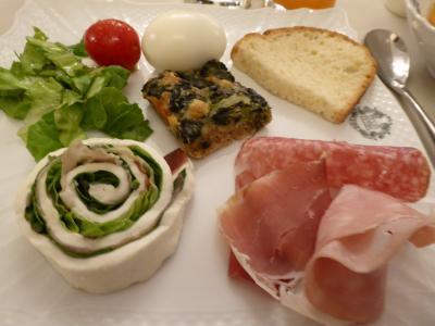 春の優雅なアブルッツォ州/モリーゼ州 古城と美しき村巡りの旅♪ Vol228(第9日) ☆Sulmona:スルモーナのホテル「Hotel Rojan」朝食♪