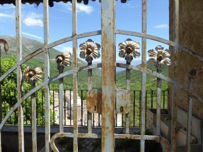 春の優雅なアブルッツォ州/モリーゼ州 古城と美しき村巡りの旅♪ Vol243(第9日) ☆Anversa degli Abruzzi:美しき村「アンヴェルサ・デッリ・アブルッツィ」素晴らしい山岳の風景を眺めて♪