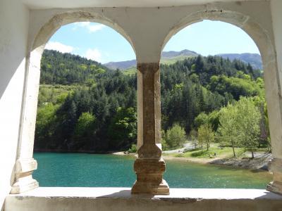 春の優雅なアブルッツォ州/モリーゼ州 古城と美しき村巡りの旅♪ Vol248(第9日) ☆Villalago:小さな教会「Eremo di San Domenico」から素晴らしい風景を眺めて♪