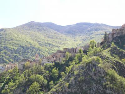 春の優雅なアブルッツォ州/モリーゼ州 古城と美しき村巡りの旅♪ Vol249(第9日) ☆Villalago:小さな教会「Eremo di San Domenico」から美しき村「ヴィッララーゴ」へ♪