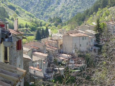 春の優雅なアブルッツォ州/モリーゼ州 古城と美しき村巡りの旅♪ Vol252(第9日) ☆Villalago:美しき村「ヴィッララーゴ」広場へさまよいながら歩く♪