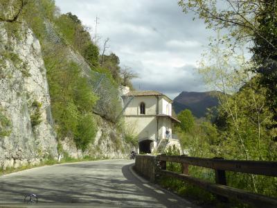 春の優雅なアブルッツォ州/モリーゼ州 古城と美しき村巡りの旅♪ Vol253(第9日) ☆VillalagoからScannoの美しい教会へ♪