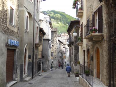 春の優雅なアブルッツォ州/モリーゼ州 古城と美しき村巡りの旅♪ Vol258(第9日) ☆Scanno:美しいスカンノ旧市街♪数多の美しい教会を眺めて♪