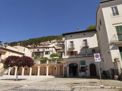 春の優雅なアブルッツォ州/モリーゼ州 古城と美しき村巡りの旅♪ Vol267(第10日) ☆Scannoから美しい風景の中をOpiへ♪小さな町「Villetta Barrea」を通過して♪