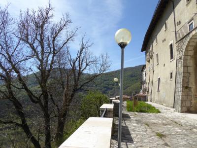 春の優雅なアブルッツォ州/モリーゼ州 古城と美しき村巡りの旅♪ Vol270(第10日) ☆Opi:美しき村「オーピ」展望台から城塞のような景観とパノラマ♪