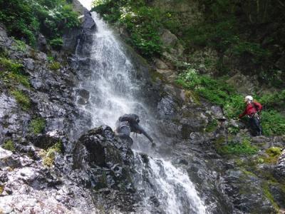 三つ峠山 快適な滝登りが続く大幡川四十八滝沢から