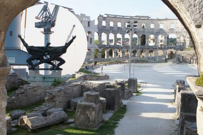 古代ローマ、中世、ルネサンス、現代が混在するプーラ