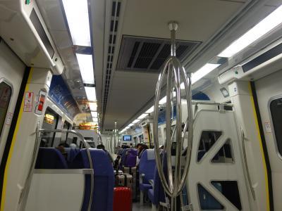 桃園空港から台北中央駅まで,新しく出来たMRTに乗りました。38分の乗車。